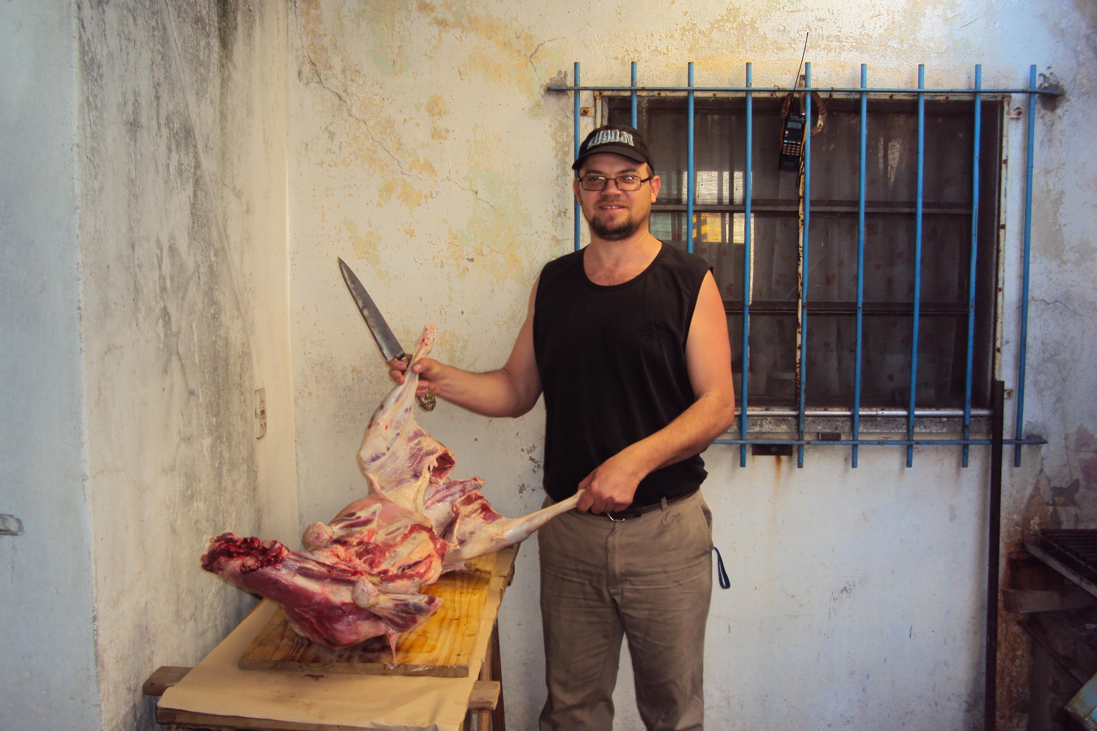 22-9-2018 Asado festejando la primavera. Javier (LU9DJT) preparando el corderito.