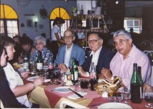 7/12/1997 - Cena 34º Aniversario. En la foto: Roberto García (LU1BN) presidente de LU4EV, Roberto Heredia Secretario del Gobierno municipal, Roald Cerchiara Director de Defensa Civil de Tres de Febrero.