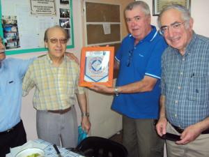 13-12-2014 - almuerzo despedida de año. Nos visita y entrega Banderín el Vicepresidente del RC. Pergamino Leonardo (LU2DHW). También nos acompañó Carlos (LU6ACU) (derecha) actualmente radicado en USA