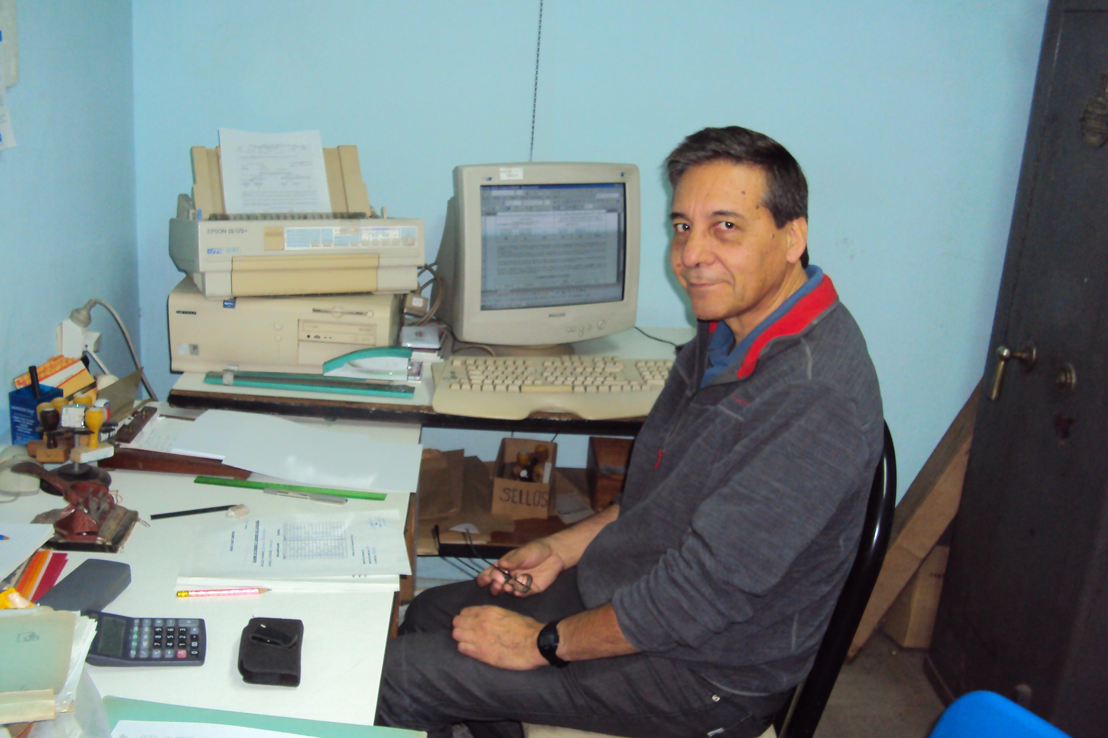 Examen del 18-11-2017: Héctor (LU8EDA) quien colaboró en la corrección y confección de las Actas.